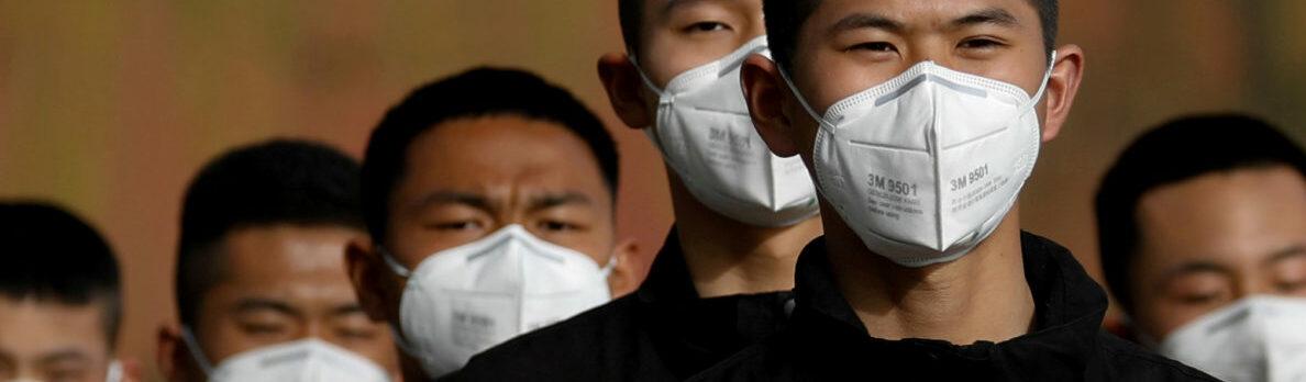 """China crea cubrebocas electrónico; da """"aire limpio"""" a los pulmones"""