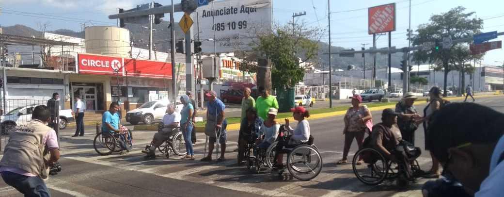Discapacitados exigen pagos de programa