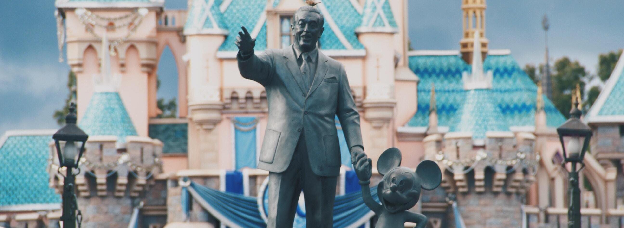 Disney suspende producción de películas no animadas por Covid-19