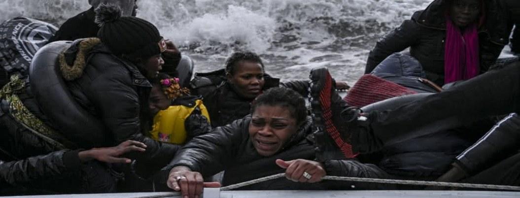 Muere un niño en naufragio de barco de migrantes en isla griega