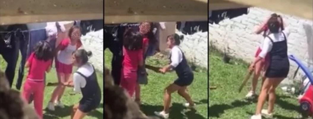 Madre garrotea a sus dos hijas en el patio de su casa; la graban