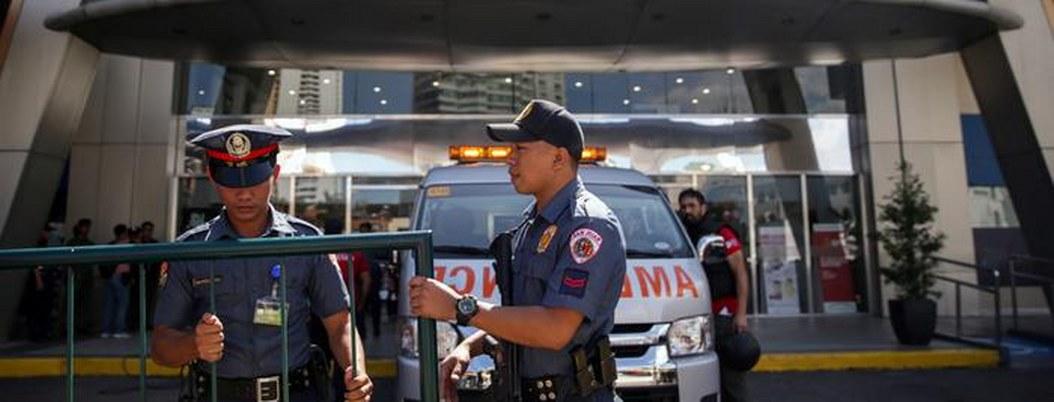 VIDEO| hombre armado toma rehenes en centro comercial de Filipinas
