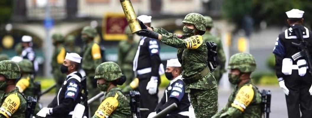 AMLO encabeza desfile militar por el 210 aniversario de la Independencia 2