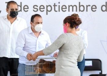 """""""El Cuauh"""" regala gallinas para reactivar la economía en Morelos 3"""