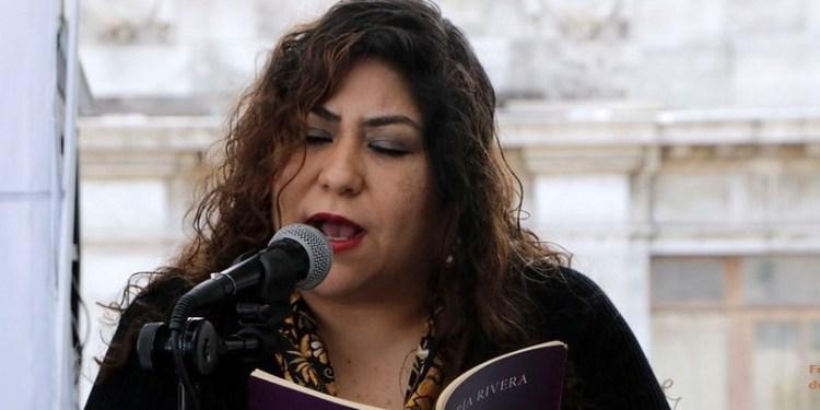"""""""La horrible verdad es que la poesía no obedece las órdenes de nadie"""": María Rivera 1"""