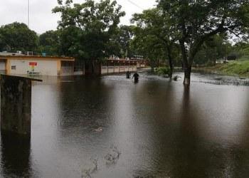 Ríos en Tabasco siguen subiendo por lluvias, alertan 8