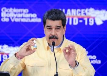 """Maduro presenta """"gotitas milagrosas"""" que neutralizan 100% el virus del Covid 5"""
