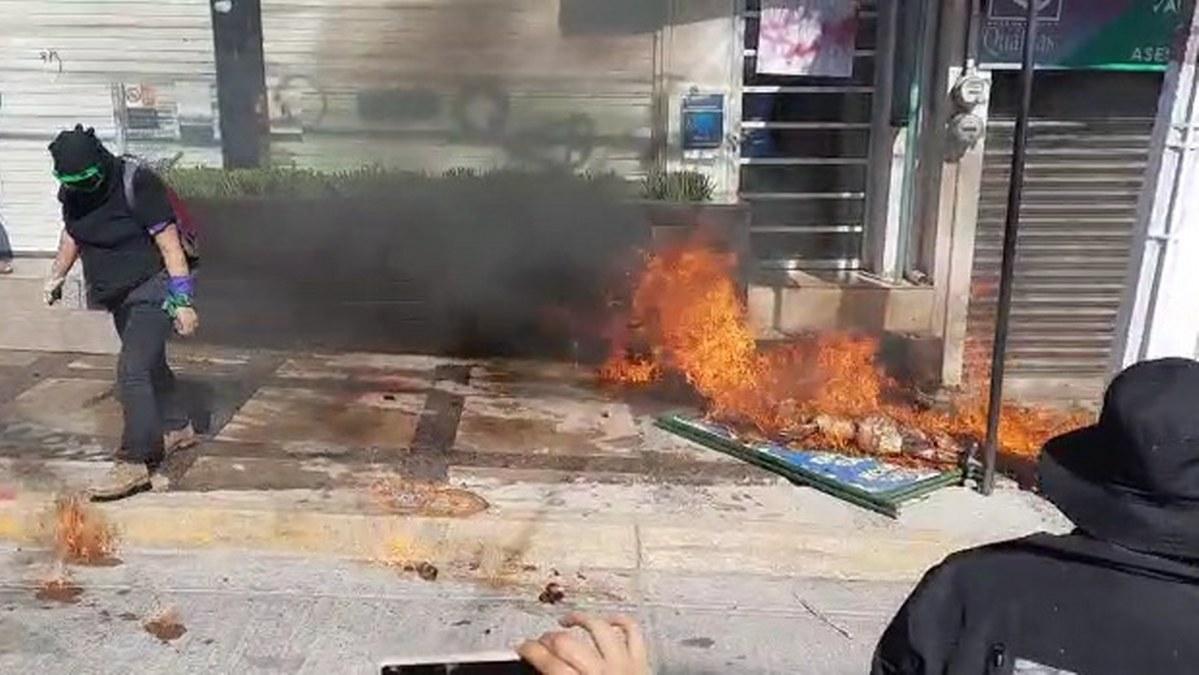 Incendian, pintan y destrozan, en repudio a Félix Salgado en Chilpancingo 1