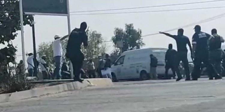 Policías dispersan protesta de vendedores a balazos en Edomex 1