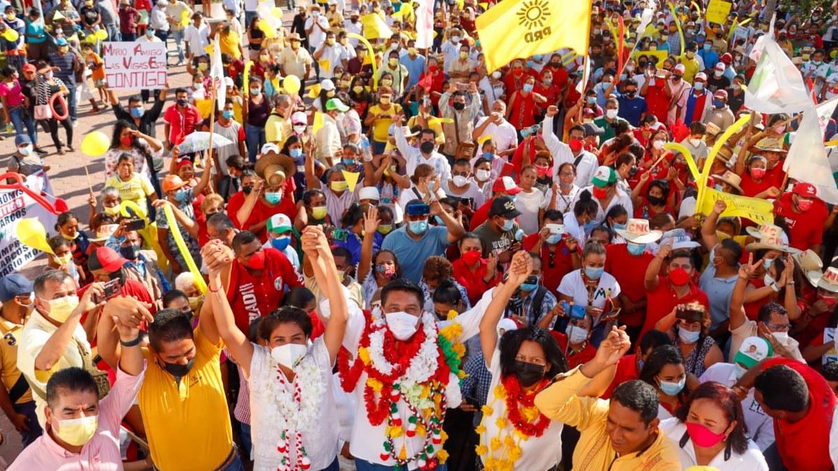 'Es sabio cambiar de opinión'; el pueblo va con Mario Moreno; miles lo reciben en la Costa Chica 2