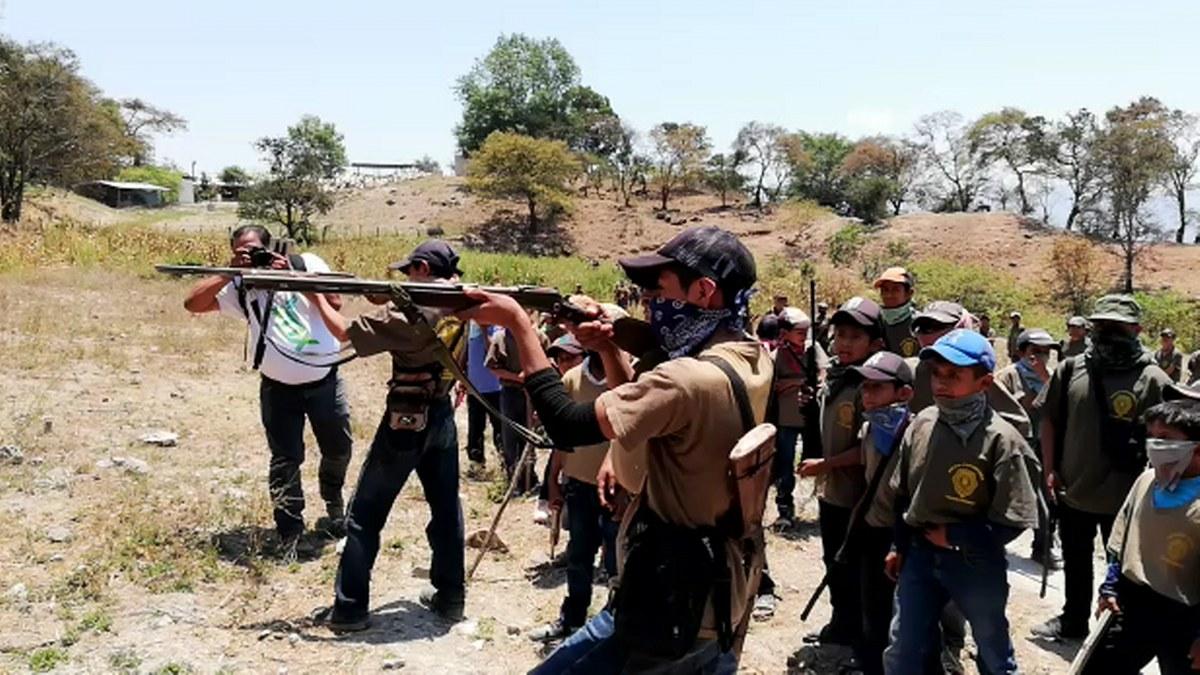 Guerrero: los niños armados de la Montaña; los preparan para enfrentar criminales   Fotos 2