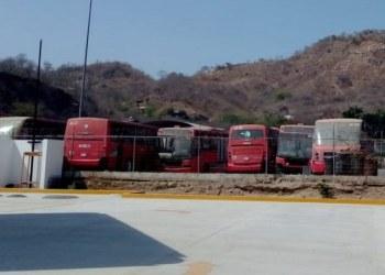 Unidades de Acabús, abandonadas en taller de El Quemado 2