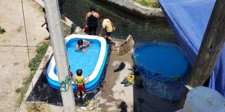 Rentan albercas inflables junto a un apantle en Cuernavaca 1