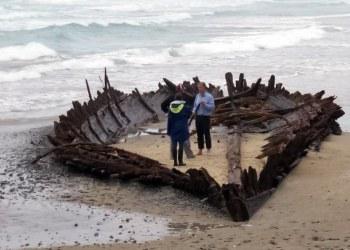 """Lluvias """"destapan"""" un barco del siglo XIX enterrado en costa de Australia 10"""
