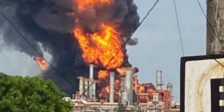 incendio en refinería