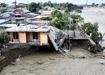 Inundaciones en Indonesia dejan 44 muertos y desaparecidos 2
