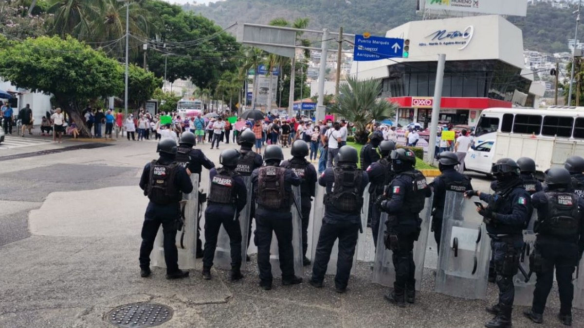 Jubilados y pensionados toman la Costera de Acapulco; exigen pagos 1
