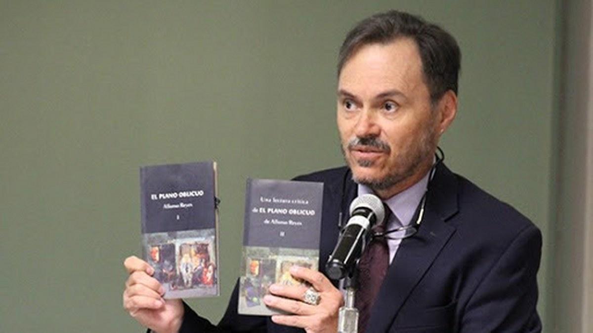 En la poesía joven hay una especie entre timidez y soberbia, dice José Javier Villarreal 2