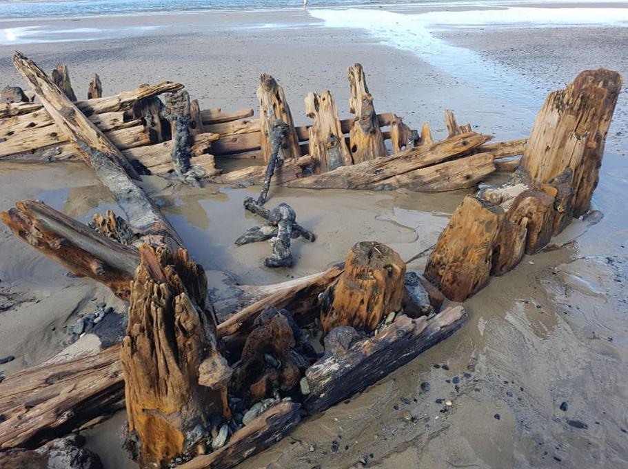 """Lluvias """"destapan"""" un barco del siglo XIX enterrado en costa de Australia 1"""