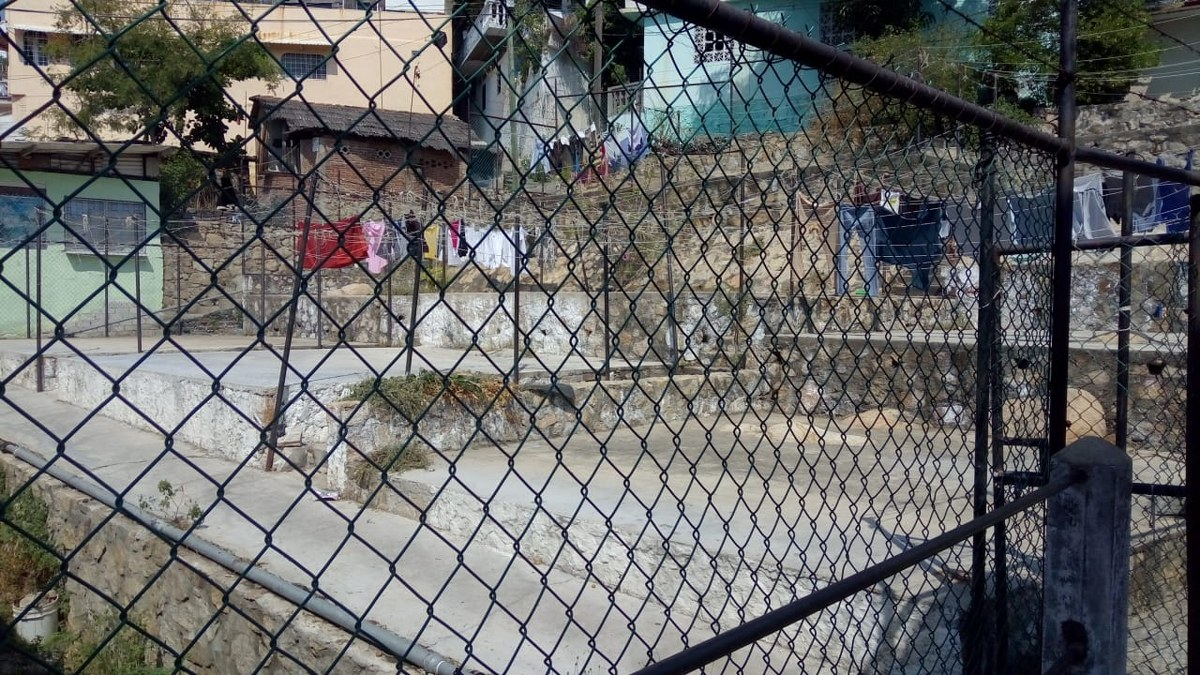 Acapulco: Tomás lava ropa en los lavaderos de 'Los Naranjitos' para mantener a su sobrino 1