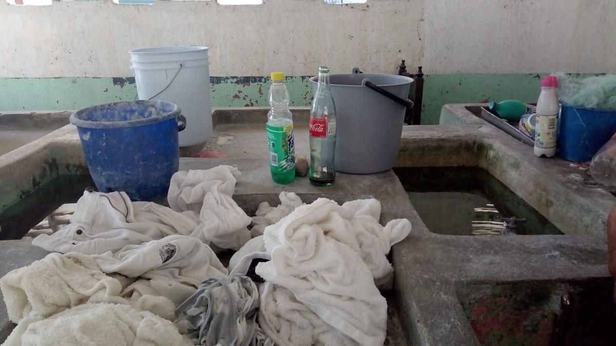 Acapulco: Tomás lava ropa en los lavaderos de 'Los Naranjitos' para mantener a su sobrino 3