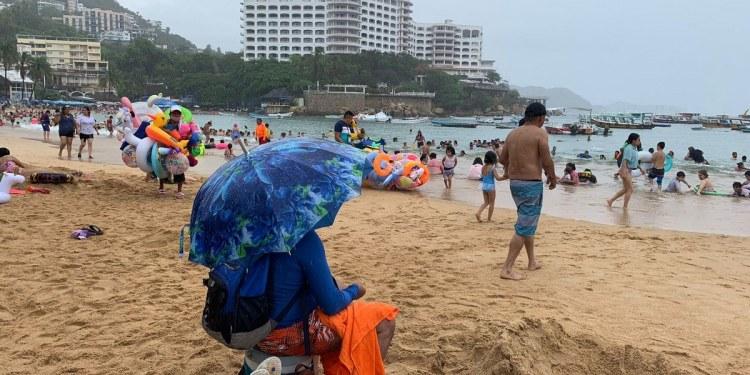 """""""Dolores"""" no frena arribo de turistas a Acapulco; registra 57% de ocupación 1"""