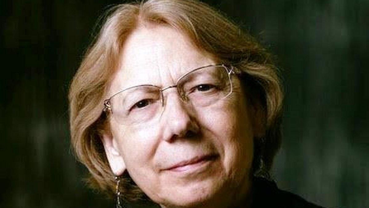Los poetas son muy egoístas para validar si otro poeta es bueno o malo: Rosina Conde 2
