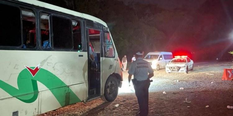 En Chiapas, localizan a 108 migrantes dentro de un autobús 1