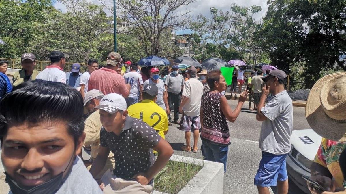 """""""Dolores"""" deja sin luz a colonos en Acapulco; bloquean carretera federal 2"""
