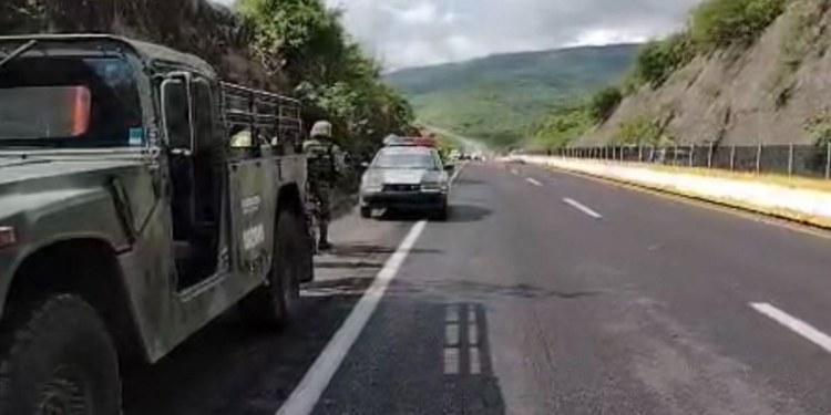 Muere atropellado mientras cambiaba una llanta en la Autopista del Sol 1
