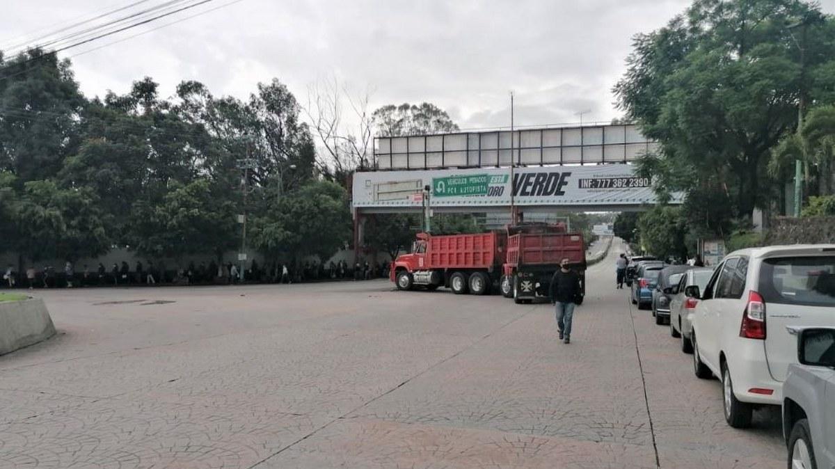 Transportistas bloquean en Cuernavaca por robo de camiones 2