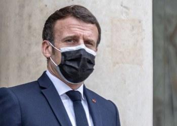 Hombre cachetea al presidente Macron durante gira en Francia 4