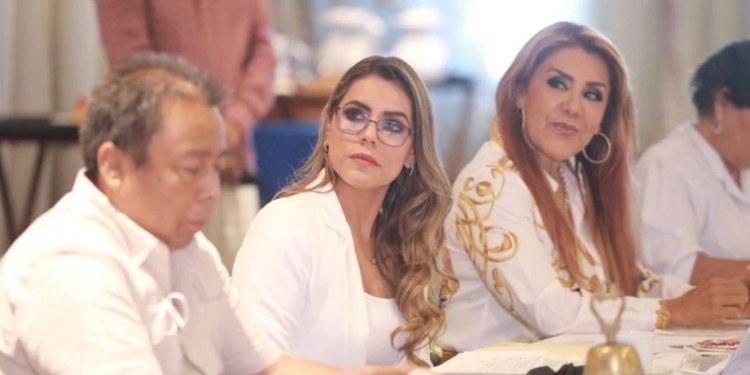 Chocan Evelyn y Félix Salgado; OPD's no desaparecerán, asegura 1