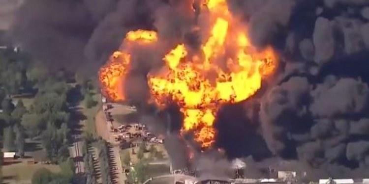 Explota planta química en Illinois; nubes negras cubren el cielo 1