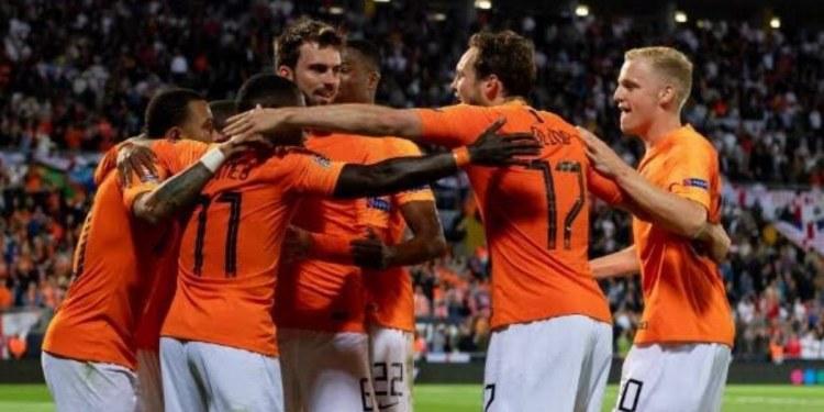 Holanda se queda como líder de grupo en la Eurocopa 1