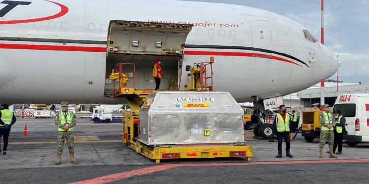 Cargamento con más de 500 mil vacunas Pfizer llega a México 1