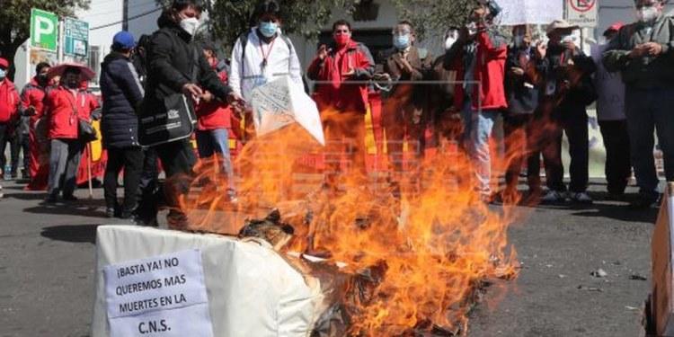 médicos bolivianos protestan