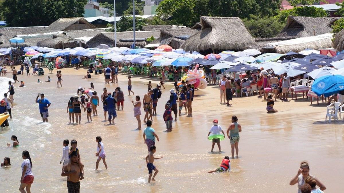 ¿Cuál Covid? Turistas atiborran playas de Acapulco; la mayoría sin cubrebocas   Fotos 7