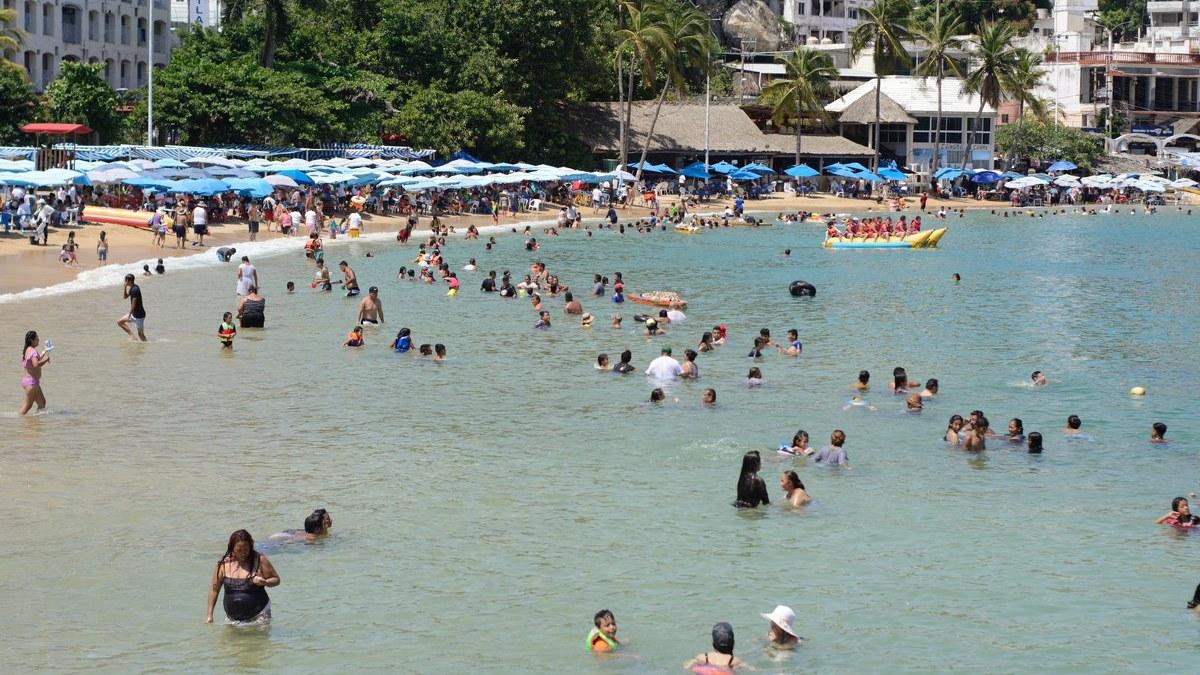 ¿Cuál Covid? Turistas atiborran playas de Acapulco; la mayoría sin cubrebocas   Fotos 4