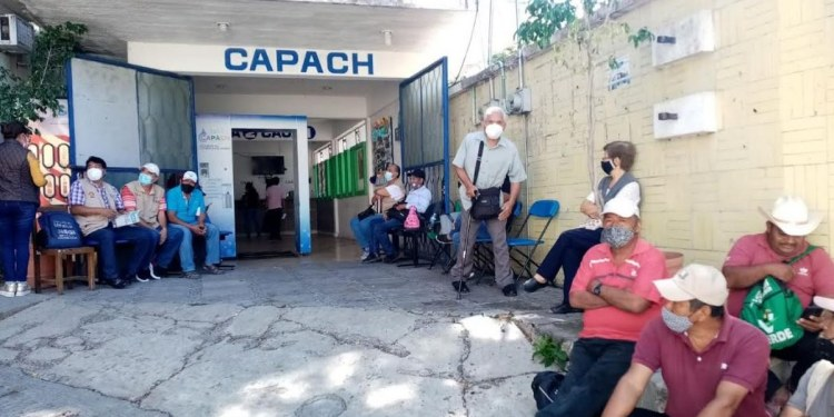 Toman sistemas de agua trabajadores de Capach; exigen diversos pagos 1