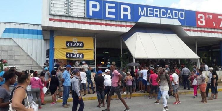 Al grito de libertad, cubanos protestan contra desabasto y precios elevados de alimentos 1