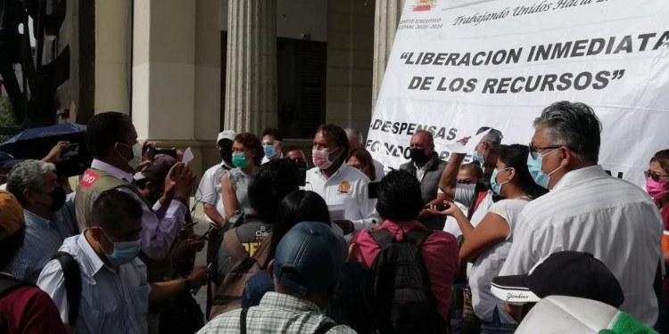 Empleados del Ayuntamiento de Chilpancingo vuelven a protestar contra Toño Gaspar 1