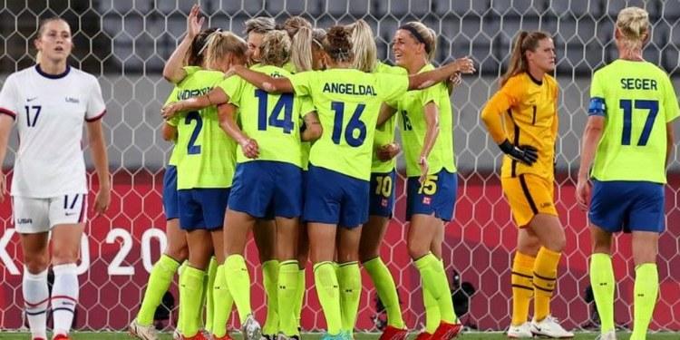 Suecia derrota a EU en arranque del fútbol femenino en Tokio 1