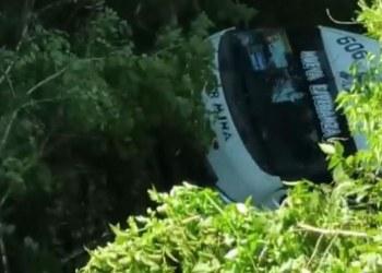 Urvan cae a barranco en Chilpancingo; hay un muerto y 15 heridos 4