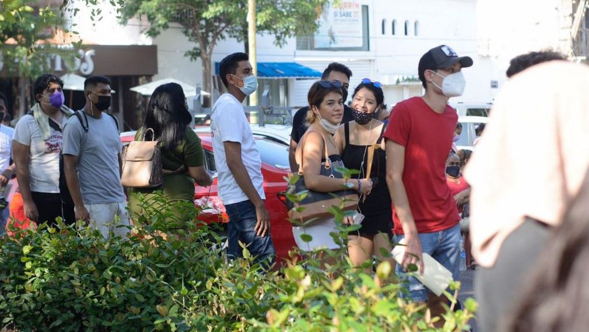 Acapulco: con mamás, amigos o pareja; la vacunación de centennials y millenials en imágenes 7