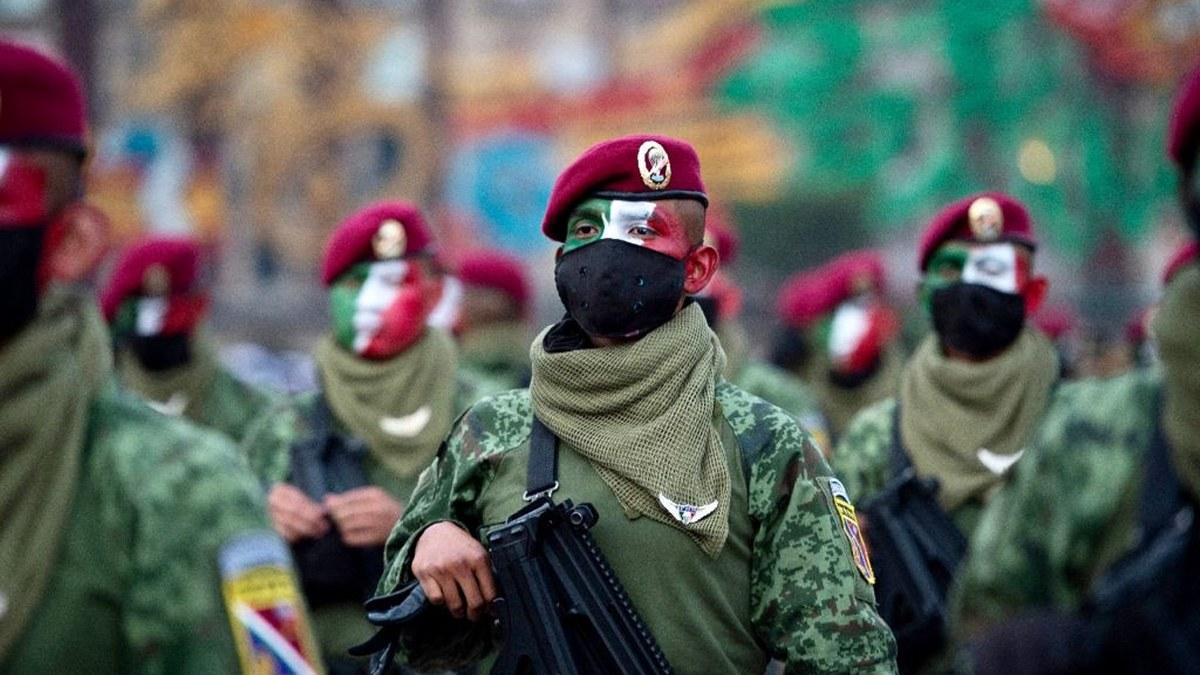 Desfile Cívico Militar por el 211 Aniversario del inicio de la Independencia de México | Fotos 8
