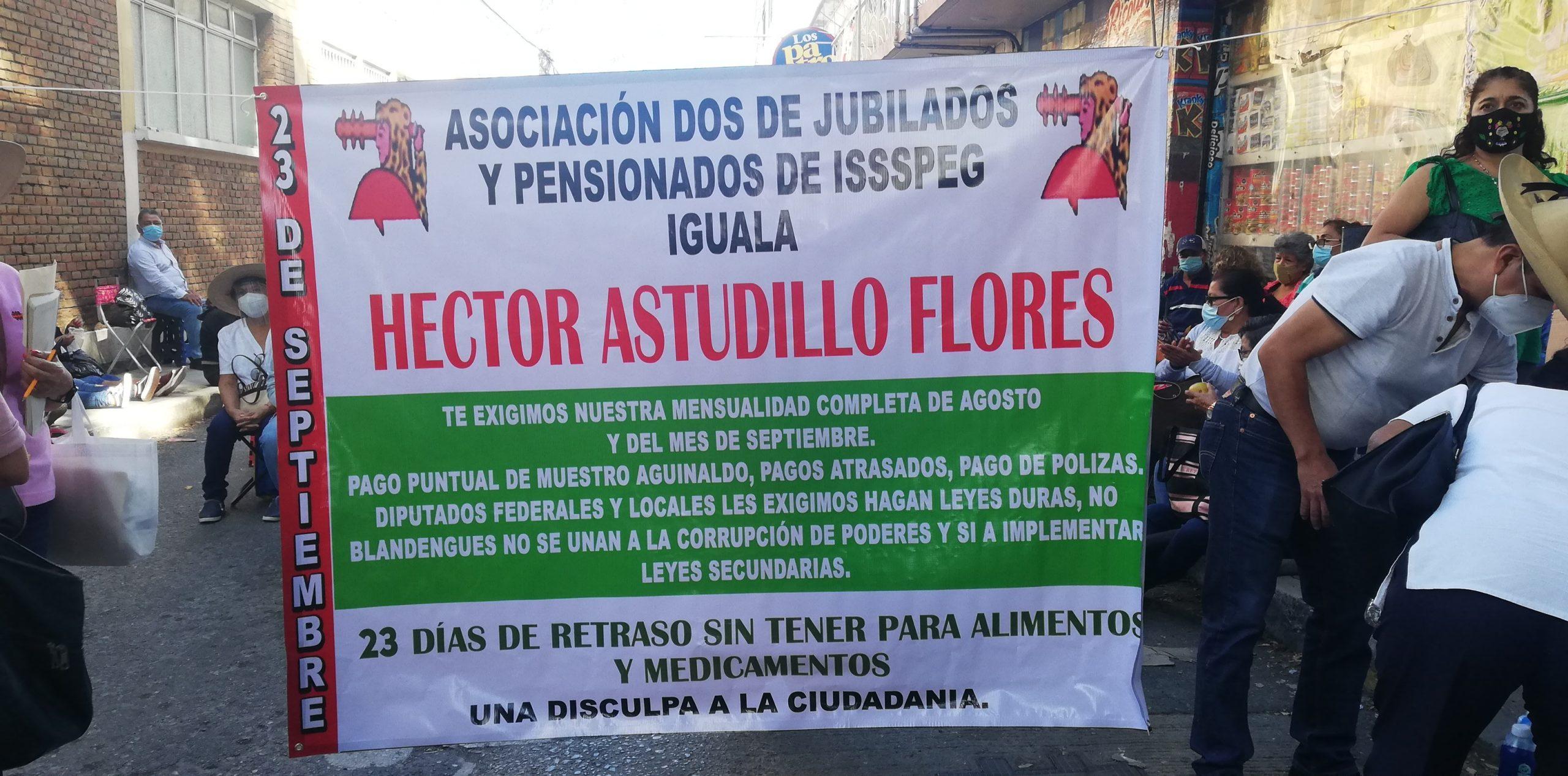 Chilpancingo: Cierran jubilados las oficinas de Astudillo y bloquean avenidas; exigen pagos 2