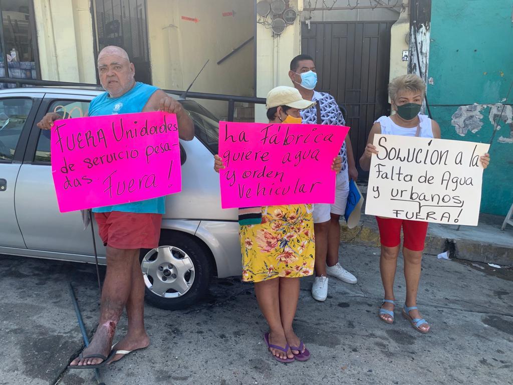 Vecinos de La Fabrica vuelven a bloquear calles ante falta de agua 2