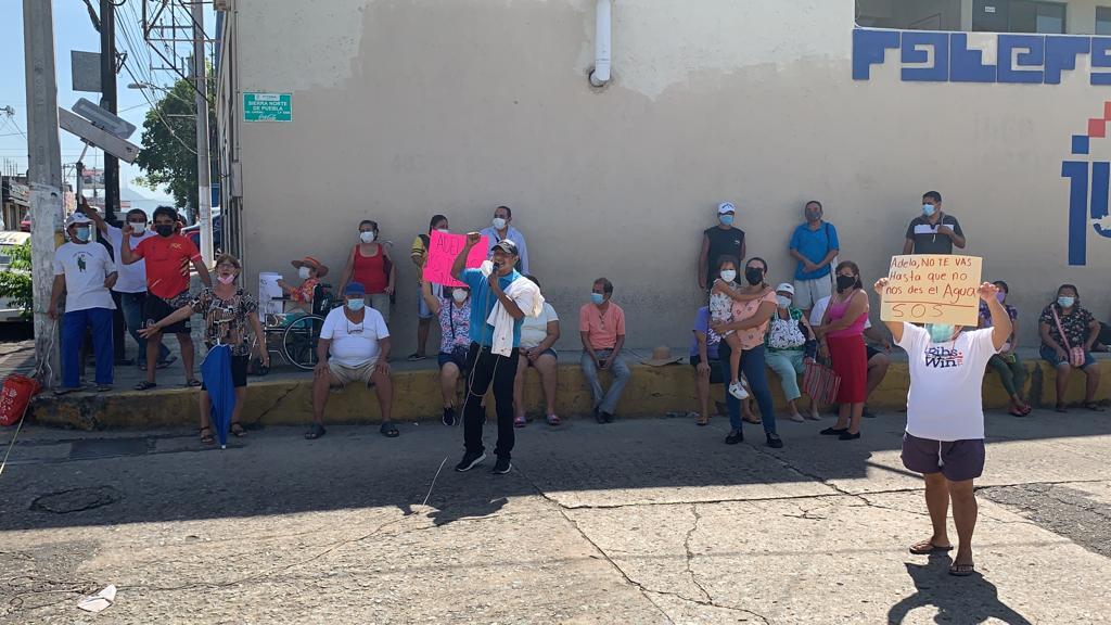 Vecinos de La Fabrica vuelven a bloquear calles ante falta de agua 3