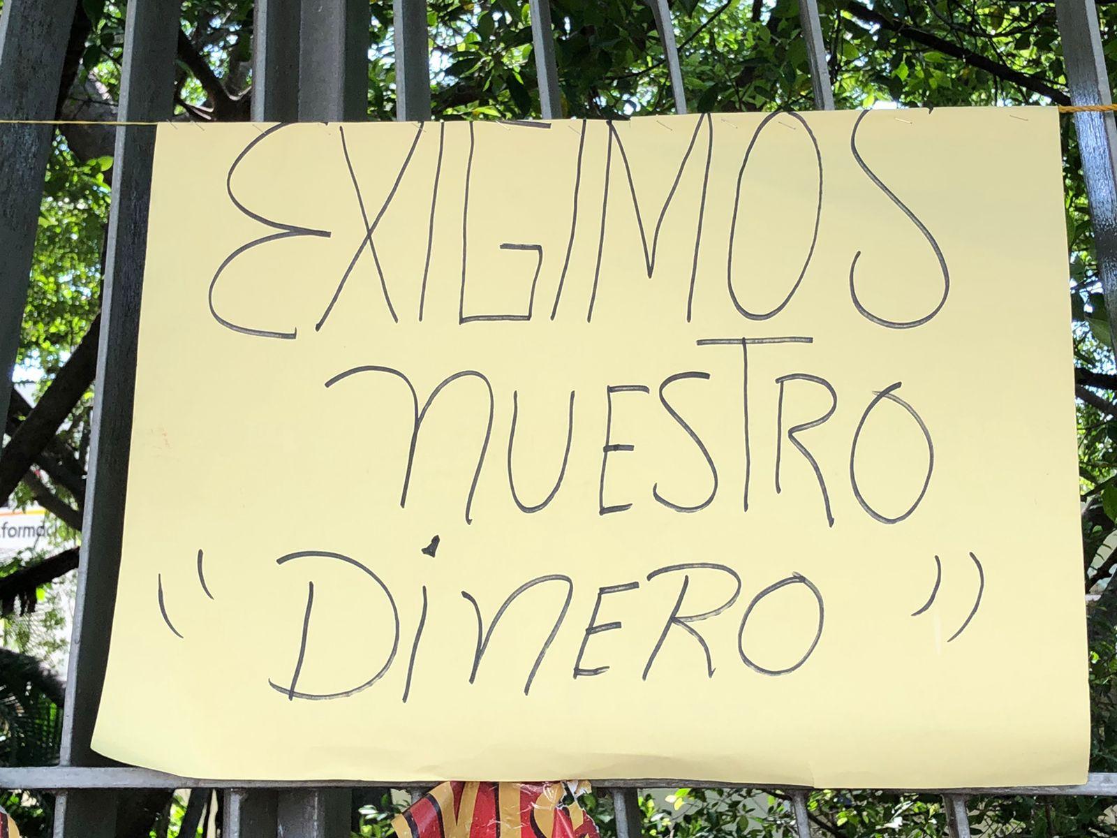 Pensionados protestan en dependencias de Acapulco por adeudo de pagos 2